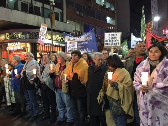 #Frazadazo: Argentines march against rate hikes in public services